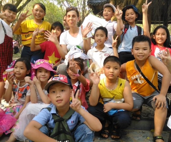 Vietnámi általános iskolásokkal Ninh Bính-ben